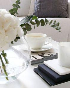 // So done with these rainy days ☔ Need coffee ☕ // . . . . . .  #homestyle #livingroom #Interior#interiordesigner #interiorstyling #Interior125#interior4all#interiorinspiration#interior123#homedecor #inredning #whiteinterior#decor#interiors#scandinavianinterior#likeforlike#like4like #elledecor#sfs#34kvadrat#architecture #homesweethome #instahome#instagood#interior4you #interiores#interior2you#skandinaviskehjem#desing #mynordicroom