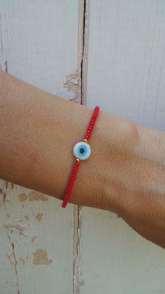 Beaded evil eye Informations About Red evil eye bracele - Cute Jewelry, Beaded Jewelry, Handmade Jewelry, Beaded Necklace, Beaded Bracelets, Charm Bracelets, Jewelry Necklaces, Evil Eye Jewelry, Evil Eye Bracelet