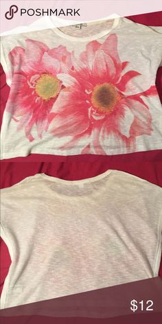 Semi-shear floral shirt Semi-shear cute floral shirt perfect for the beach or a hot summer day Forever 21 Tops Tees - Short Sleeve