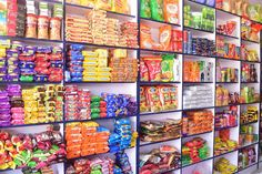 Small Store Design, Retail Store Design, Grocery Items, Grocery Store, Supermarket Design, Cute Couple Wallpaper, Fruit Shop, Store Displays, Candy Shop