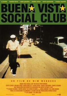 """Esta película nos transmite la fuerza del disco """"Buena Vista Social Club"""",  a través del seguimiento que el director Wim Wenders y un reducido equipo técnico hicieron del grupo en el estudio de grabación y en su vida cotidiana en La Habana."""