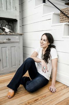 My Style Joanna Gaines Fringe Necklace 'If I Could Tell the Younger Generation Something, It Would Be…' Darling Magazine Chip Und Joanna Gaines, Magnolia Joanna Gaines, Joanna Gaines Style, Chip Gaines, Joanna Gaines Kitchen, Joanna Gaines Farmhouse, Gaines Fixer Upper, Fixer Upper Joanna, Magnolia Fixer Upper