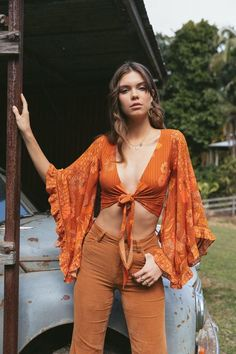 Little wing top in brown sugar - PRODUCT DESCRIPTION Be captivated by the grand sleeves of our Little Wing. It's impossible not to - 70s Outfits, Vintage Outfits, Boho Outfits, Cute Outfits, Fashion Outfits, Cute Hippie Outfits, Seventies Outfits, Vintage Clothes 70s, Hippie Dresses
