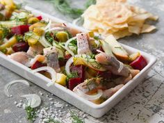 Delicious herring salad - Cuisine française à la maison Appetizers For A Crowd, Seafood Appetizers, Snacks Sains, Spring Recipes, Quick Recipes, Clean Eating Snacks, Pasta Salad, Brunch, Food And Drink