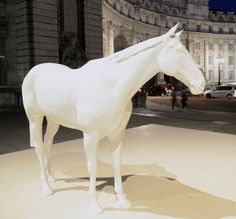3D scanner helps artist create life-sized racehorse sculpture.  Photo by Frank Noon