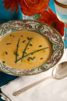 Pumpkin Soup is a nutritious, creamy, elegant, and festive soup that's perfect as a starter during the Thanksgiving and Christmas holidays. It is similar to zucchini bisque but has an earthier, nuttier flavor with a dash of autumnal sweetness. Thanksgiving Recipes, Holiday Recipes, Healthy Soup, Healthy Recipes, Healthy Foods, Pumpkin Lasagna, Creamy Pumpkin Soup, Soup And Salad