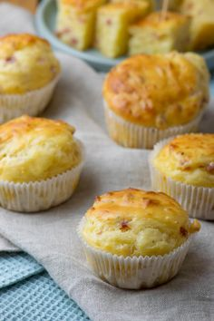 Everyone loves these cheese ham muffins - as a snack or on the buffet - In fact, the recipe is already a classic among the whole family and has been baked again and again - Rumchata Recipes, How To Make Hamburgers, Biscuits, Tortellini Recipes, Hamburger Meat Recipes, Cupcakes, Number Cakes, Snacks Für Party, Dessert Buffet