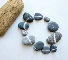 Beach Rocks Crafts, Rock Crafts, Diy Crafts To Sell, Stone Pictures Pebble Art, Beach Rock Art, Rock Tumbling, Rock Sculpture, Rock And Pebbles, Rock Decor