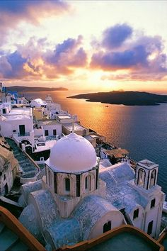 Volcano + Sunset - Fira, Santorini one of my favorite spots Mykonos, Places To Travel, Places To See, Travel Destinations, Greece Travel, Italy Travel, Dream Vacations, Vacation Spots, Places Around The World