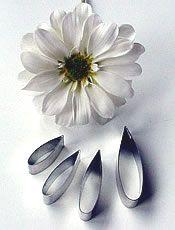 Chrysanthemum tutorial Sugar Paste Flowers, Icing Flowers, Fondant Flowers, Edible Flowers, Fondant Bow, Fondant Cakes, Ceramic Flowers, Clay Flowers, Paper Flowers