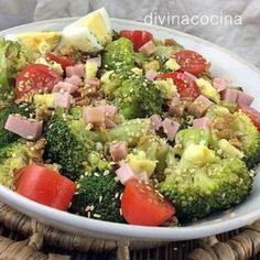 Con esta misma receta de ensalada de brócoli, jamón y queso, puedes preparar ensaladas con coliflor, judías verdes o mini alcachofas cocidas.