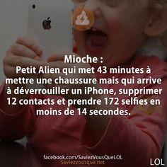 Mioche : Petit Alien qui met 43 minutes à mettre une chaussure mais qui arrive à déverrouiller un iPhone, supprimer 12 contacts et prendre 172 selfies en moins de 14 secondes. | Saviez Vous Que? | Tous les jours, découvrez de nouvelles infos pour briller en société ! Lol, Rage, Funny Jokes, Hilarious, Keep Calm Quotes, Image Fun, Geek Humor, Laugh Out Loud, I Laughed