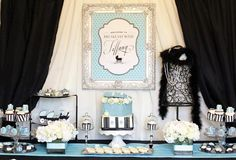 How stunning is this glamorous Baby Shower styled exquisitely by none other than the Talented Jennifer Carver of Banner Events and Printables by the one of a kind Anders Ruff.  The Theme for this Baby Shower, couldn't be more chic:  Breakfast with Tiffany and the gorgeous color palette combined Tiffany blue, black and silver a compo appealing to any type …