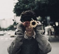 Flowers photography vintage people ideas for 2019 Just In Case, Just For You, Aesthetic Boy, Flower Boys, The Villain, Vintage Photography, Photography Flowers, Red Photography, People Photography