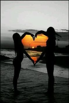 photography idea - photo at sunset with arms making a heart framing the sunset . print all in black and white except the sunset in color - great idea! do with bff! Best Friend Pictures, Friend Photos, Cool Pictures, Cool Photos, My Photos, Beautiful Pictures, Bff Pictures, Polaroid Pictures, Creative Beach Pictures