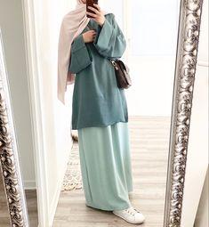Street Hijab Fashion, Abaya Fashion, Muslim Fashion, Fashion Outfits, Womens Fashion, Abaya Style, Mode Abaya, Modele Hijab, Casual Dresses Plus Size