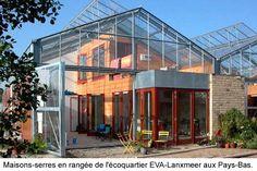 Concepts de maisons solaires jointes à une serre ou des solariums non chauffés afin de créer une habitation à double coquille.