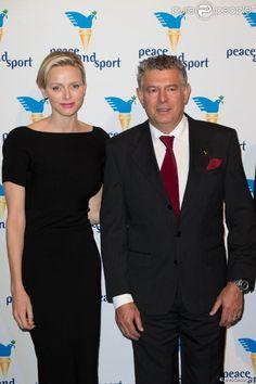La princesse Charlene de Monaco et Joël Bouzou lors du dîner de gala du forum Peace and Sport au Sporting de Monaco, le 7 novembre 2013.
