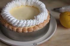 Charlotte au citron meringuée – Recette facile Caramel, Cheesecake, Food And Drink, Menu, Pie, Gluten, Sweets, Instagram, Desserts