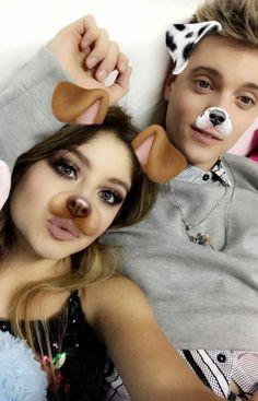 Karol & Lionel 💖 Disney Channel, Lionel Ferro, Besties, Bff, Bts Funny Videos, Foto Bts, Favorite Tv Shows, Ariana Grande, Beauty
