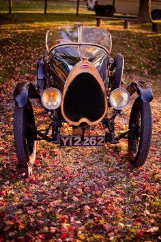 Bugatti - gotta love it. Vintage Racing, Vintage Cars, Antique Cars, Bugatti Cars, Bugatti Veyron, Classic Motors, Classic Cars, Volkswagen, Amazing Cars
