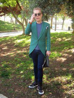 MODA ENTRE HERMANOS:  .... y no me caso           Levita:Diseño propio...