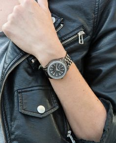 Denim Jacket and Semi-Masculin Watch, a very perfect combination!