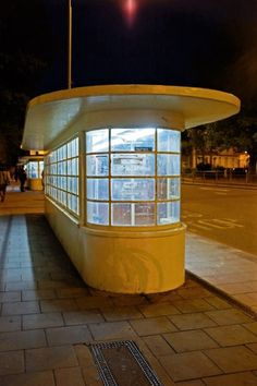 One of several art deco bus shelters in central Brighton (UK) - see Chapter 5 of. - One of several art deco bus shelters in central Brighton (UK) – see Chapter 5 of James Orlando' - Miami Art Deco, Art Deco Bar, Art Deco Home, Art Deco Design, Unusual Buildings, Art Deco Buildings, Art Nouveau, Bauhaus, Brighton Uk