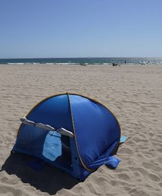 Automatic Pop Up Beach Tent Lightweight Outdoor Patio Family Tent Carrying Bag If you're looking for a portable beach tent, kids play tent, or even a warm-weath Offset Patio Umbrella, Beach Umbrella, Pop Up Beach Tent, Tent Reviews, Family Tent, Camping And Hiking, Outdoor Activities, Outdoor Gear, Tents