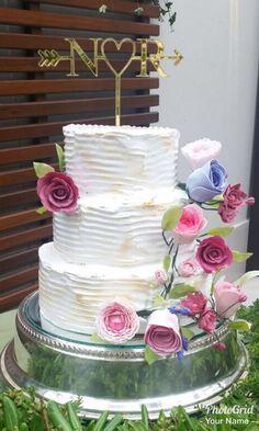 Agora sim!!! Bolo de casamento pronto com as flores de açúcar!!! Obrigada @peccatigelato pela confiança!!! Bolo @peccatigelato  Flores de açúcar @lilian_cake  #bolo #bolodecorado #boloartistico #bolodecasamento #floresdeacucar #instabolo #instacake #instagram #insta #cake #cakes #cakedesign #cakeinstagram #weddingcake #sugarflowers #casamento