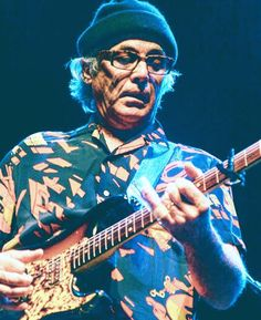 Ry Cooder another one of the World's Best Guitar players Fm Music, Jazz Music, Ry Cooder, Johnny Rotten, Best Guitar Players, Best Guitarist, R&b Soul, Iconic Photos, Music Photo