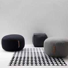 Dit prachtige Hübsch vloerkleed is voorzien van een grafische print met kleurverloop van zwart naar grijs met witte vlakken. Dit vloerkleed komt mooi tot recht