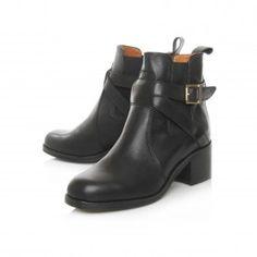 Designer Shoes & Accessories for Men & Women