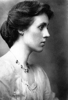 Painter and designer Vanessa Bell (1879-1961), sister of Virginia Woolf.