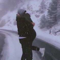 Cute Love Couple, Cute Couple Videos, Cute Couple Pictures, Cute Love Songs, Beautiful Love Pictures, Beautiful Photos Of Nature, Love Images, Cute Couples Kissing, Cute Couples Goals