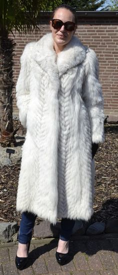 Stylish Blue Fox Fur Coat Fur Jacket Pelliccia Piel Blaufuchs Mantel ~ L Fox Fur Jacket, Fox Fur Coat, White Fur, Fur Fashion, Sexy Women, Stylish, Best Deals, Jackets, Blue