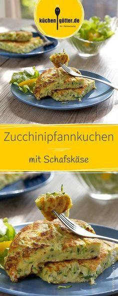 Herzhafte Pfannkuchen zum Sattessen: Der Schafkäse und die Zucchini harmonieren super mit dem restlichen mediterranen Gemüse. Ein leichtes gesundes Abendessen.