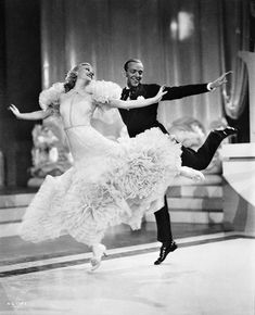 Ginger Rogers as Penny Carroll and Fred Astaire as John 'Lucky' Garnett dancing together in the RKO film 'Swing Time' directed by George Stevens with. Fred Astaire, Vintage Hollywood, Hollywood Glamour, Classic Hollywood, Shall We Dance, Just Dance, Break Dance, Tanz Poster, Comedia Musical