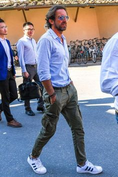 39 Ideas Style Fashion Men Casual Khakis For 2019 Cargo Pants Outfit Men, Men's Pants, New Mens Fashion Trends, Fashion Men, Classy Fashion, Ladies Fashion, Fashion Tips, Best Street Style, Street Styles