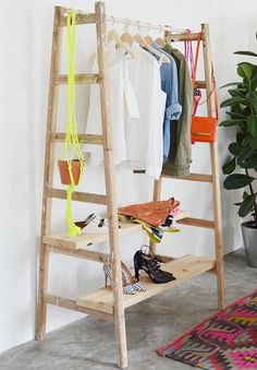 An orange and grey herringbone quilt DIY ladder clothing rack Perfect for clothes that are Herringbone Quilt, Old Ladder, Ideas Para Organizar, Creation Deco, Deco Design, Design Design, Design Ideas, Home And Deco, Wooden Diy