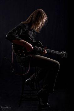 Resultado de imagem para photography a guitar player in studio sessão photography