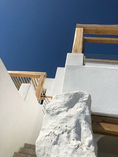 Kensho Psarou Mykonos is a zen Cycladic paradise with amazing interiors, situated on one of the most cosmopolitan beaches in the world, the famous Psarou. Mykonos Hotels, Light Colored Wood, Famous Beaches, Trotter, Beaches In The World, Jacuzzi, Custom Furniture, Architecture Details, Bouldering
