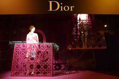 Vitrines Dior au Bon Marché - Paris, octobre 2010 www.instorevoyage.com   #in-store marketing #visual merchandising