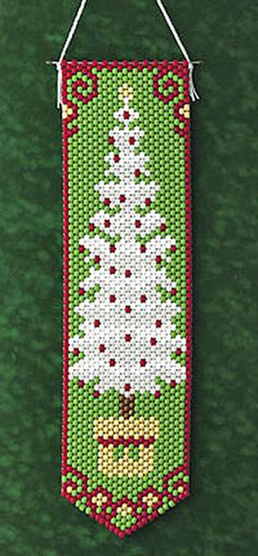 White Christmas Tree Pony Bead Patterns, Bead Crochet Patterns, Beading Patterns Free, Peyote Patterns, Pony Bead Crafts, Beaded Crafts, Beaded Banners, Beaded Christmas Ornaments, Pony Beads