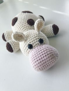 All about crochet and yarn Crochet Cow, Love Crochet, Crochet Animals, Crochet Flowers, Cow Pattern, Free Pattern, Kit Bebe, Handmade Toys, Needle Felting
