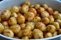 cartofi noi la cuptor cu sos de smantana si marar