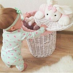 Adorable baby found dead in stuffed toy hamper. Cute Baby Pictures, Baby Photos, Little Babies, Cute Babies, Foto Baby, Everything Baby, Baby Kind, Kind Mode, Baby Fever