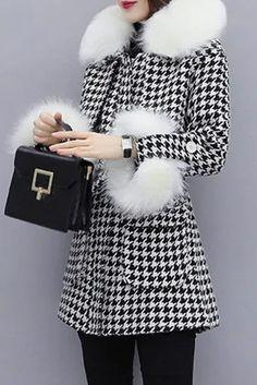 Paltoane De Iarna - Modele Cambrate Largi - Ce se poarta in iarna 2020 Louis Vuitton Twist, Shoulder Bag, Marketing, Superhero, Bags, Fashion, Purses, Moda, Fashion Styles
