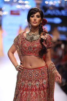 Nargis Fakhri dazzled in Kundan Jewellery at Lakme Fashion Week