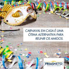 A folia carnavalesca já está começando! Convide seus amigos e curta o melhor do carnaval e da amizade em casa! Use as máscaras, serpentinas e confetes para enfeitar mesas e paredes de um jeito bem descontraído e econômico.